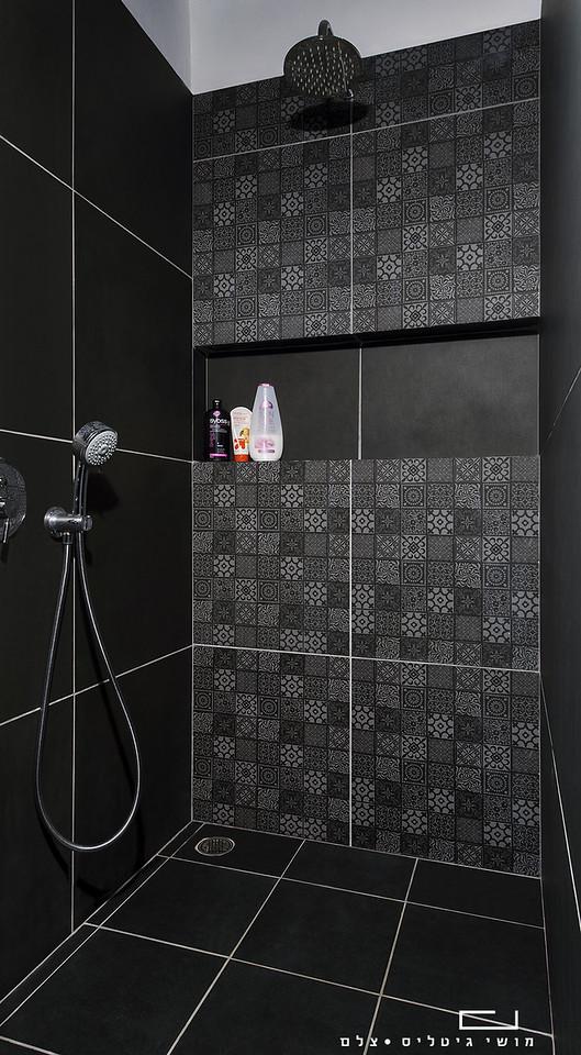 מקלחת בבית בקיבוץ העוגן. עיצוב פנים: אורית רובינשטיין