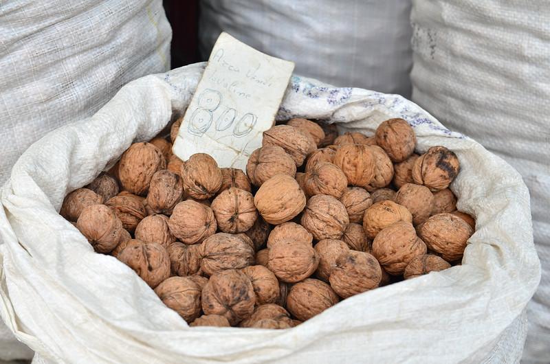 Market - Walnuts