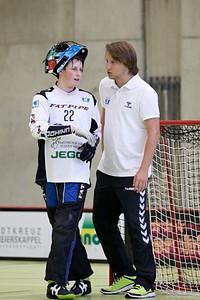 """Als Goalietrainer im Unihockey<br /> Bild: Michael Peter<br /> <a href=""""http://www.bluemelon.com/mpeter/"""">http://www.bluemelon.com/mpeter/</a>"""
