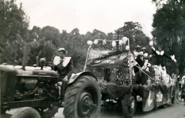 Coronation Day float,Station Rd 1953
