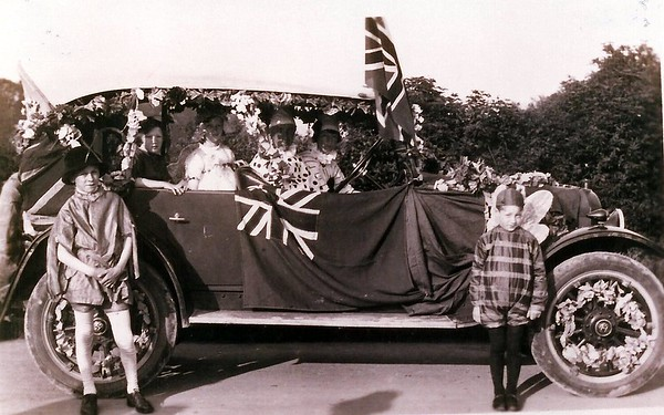 Decorated car 1924
