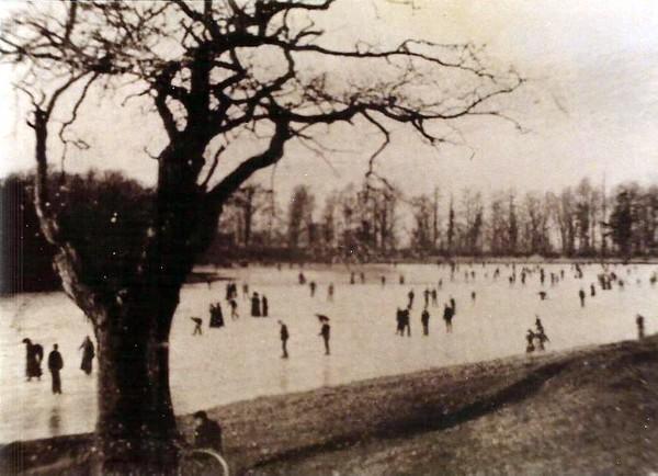 Skating on Coate Reservoir 1904