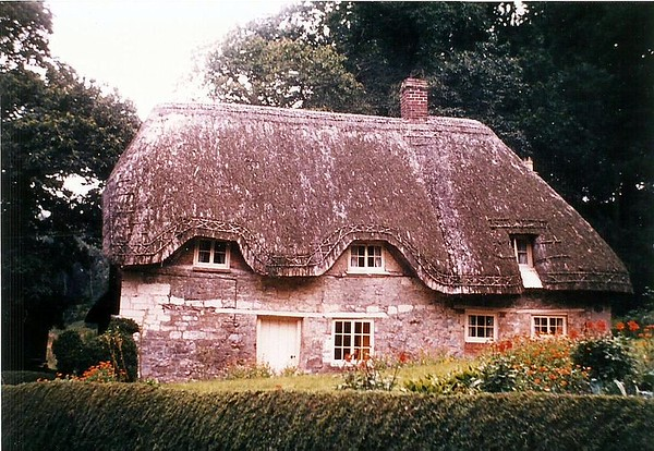 Newly thatched Keepers cottage 1950s