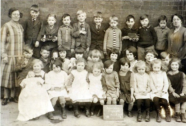 "Infants ""Toy Day"" end of term 1927"