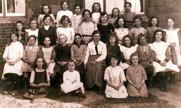 Miss Mountford`s domestic class 1922