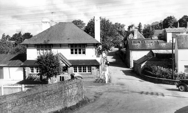 I love this one as it shows the old foundry and the cottages on the corner..I played in those also in the 1960s