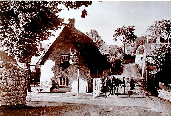 Original Elm Tree Inn with the Foundry on the right