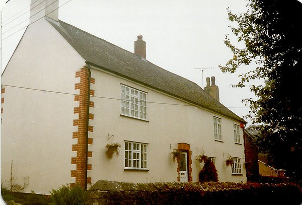 Modernised cottages High St..the one on the right was once a Working Mens Club 1910..this was taken in 1989
