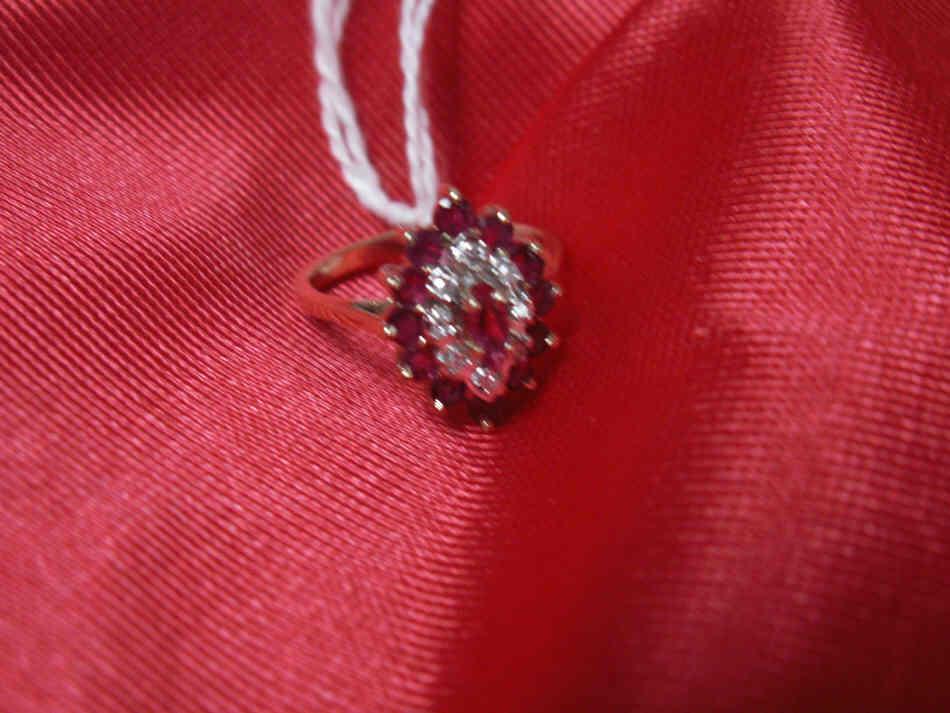 10K yellow gold diamond & ruby cluster (3.6 grams)