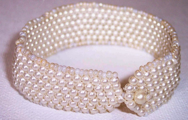 Pearl Bracelette - faux pearls, seedbeads and real pearl button.
