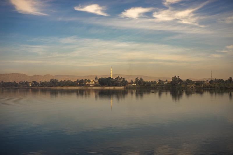19 de Marzo de 2015 - Mezquitas en una aldea a la orilla del Nilo
