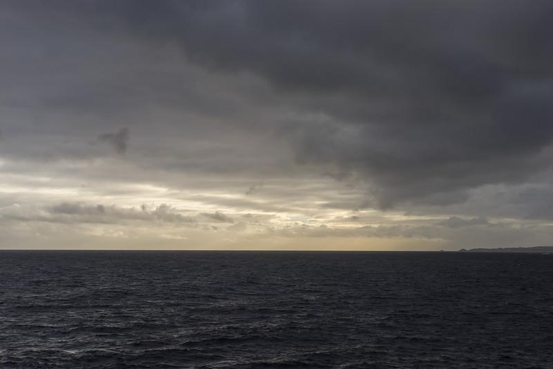 6 de Abril de 2015 - Tapia al amanecer desde la boca de la Ria de Ribadeo