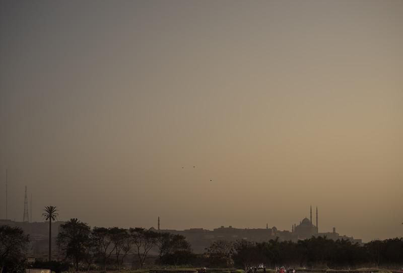 Polvo del desierto sobre Cairo. La Mezquita de Muhammad Alí. Egipto