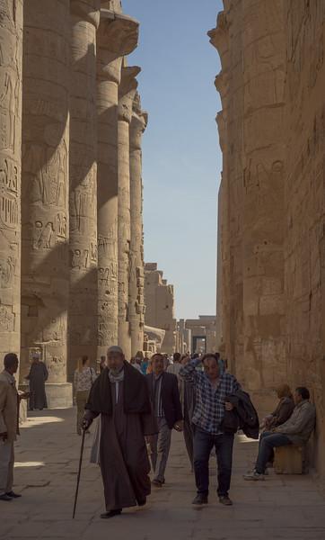 2 de Abril de 2015 - Visitantes en el Templo de Karnak. Luxor. Egipto