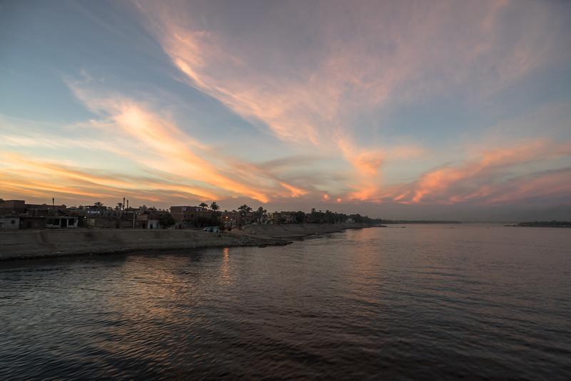 15 de Marzo de 2015 - Poblado en la ribera del Nilo. Edfu Egipto