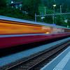Gennemkørende tog på Filisur station i Schweiz