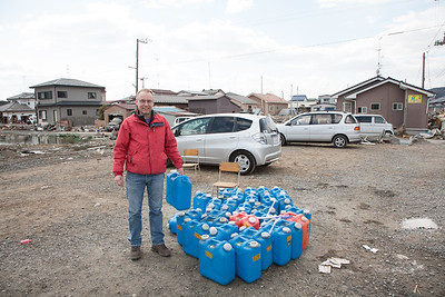 Beyond helping with the preparations for the Tonjiru soup there was little that could be done. I was happy to distribute the heating oil to the people in need. Even during the day it was still  very cold!