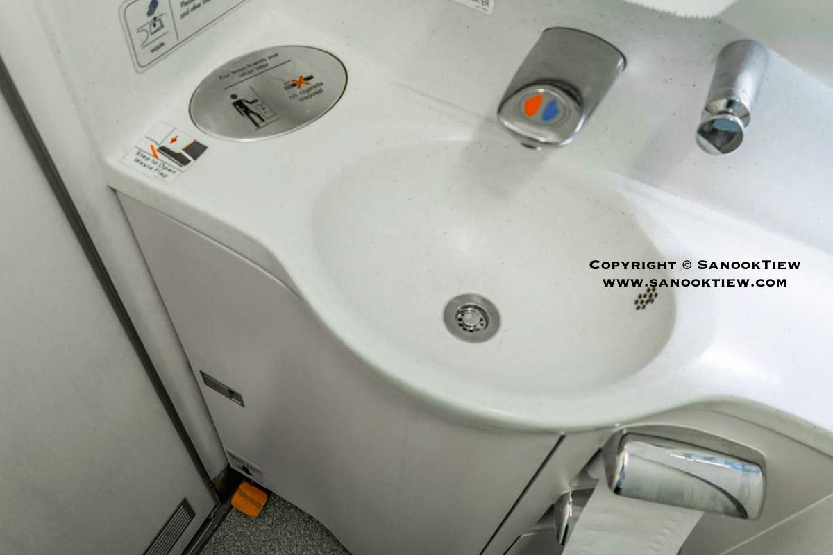 ห้องน้ำบนเครื่องบิน
