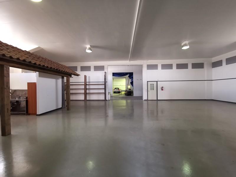 LÄmmin tila 250 m2