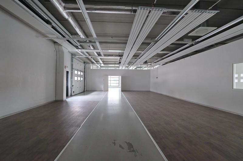 varasto 102 toimiston alakerrassa maantasossa: nosto-ovi ulos - soveltuu näyttelytilaksi