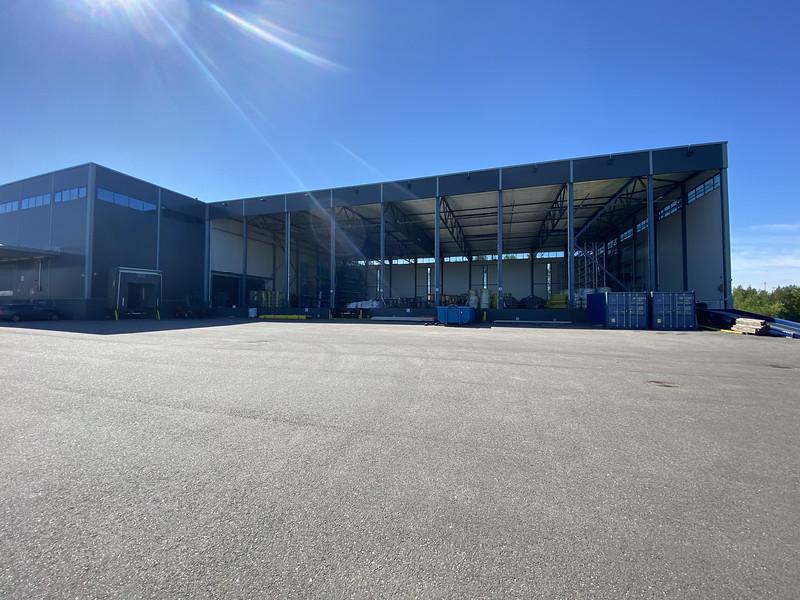 rak 3 - 2156 m2  muutetaan seinälliseksi varastoksi. Huom ajoluiska sisään ja lastauslaiturit jää.
