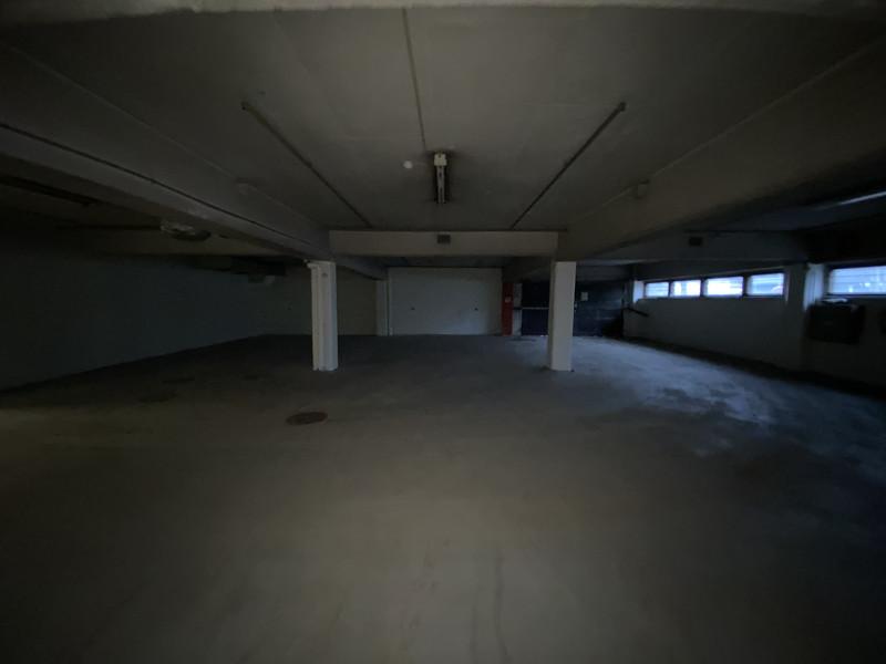 K: autohalli sisäänajo