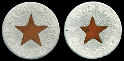 TRANSPORTATION - Iowa Lot 70:  SIOUX CITY TRACTION CO. / (cu star) / SIOUX CITY, IA. // Good For / (star) / Half Fare, bimetallic al/cu rd 19mm, somewhat worn.  Listed IA 850I $200  MB$150 - Sold $163