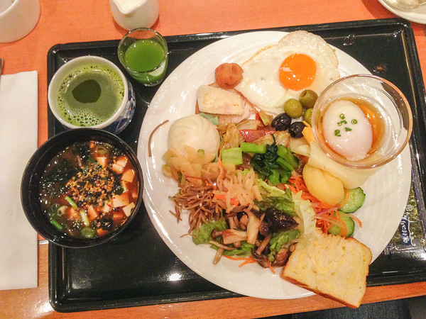 Get the hotel breakfast buffet | Vegetarian food in Japan