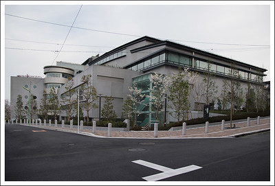 The new Nichidai campus has been torn down and finally rebuilt.  Classes started on April 4th. Construction took 3 years.  Scroll up and you can see a tear down image that was taken exactly 3 years previous to this one.
