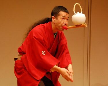 Senmaru performing Dobin-no-kyoku (Juggling with a Japanese tea pot and a mouth stick)