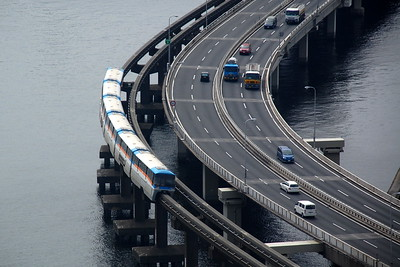 Expressway and monorail to Haneda Airport