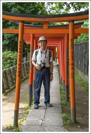 Seishi under the toriis.