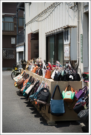 On the way from Nezu to Yanaka, there were shops of all sorts.