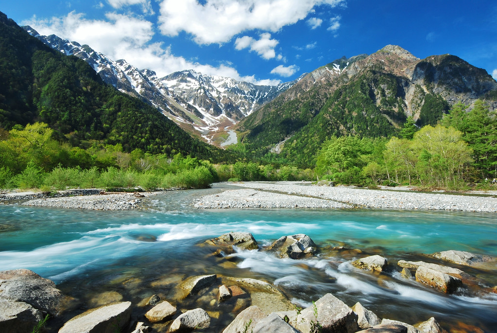 The Northern Japan Alps from Kamikochi. Editorial credit: sadao/ Shutterstock.com