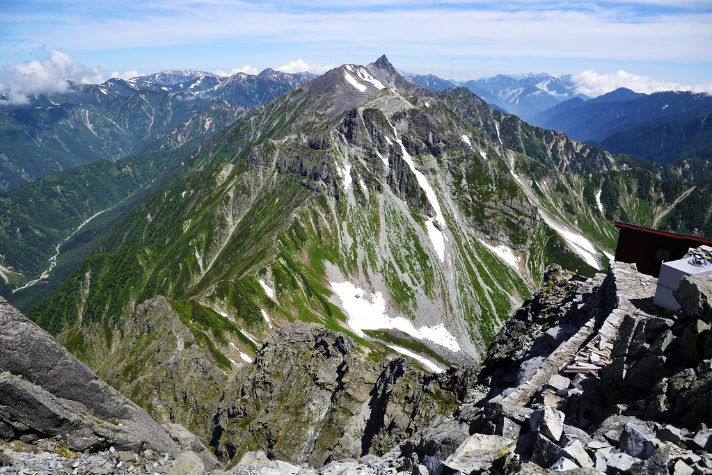 The Daikiretto Traverse with Yari-ga-Take in the Background. Editorial credit: Hachi888 / Shutterstock.com
