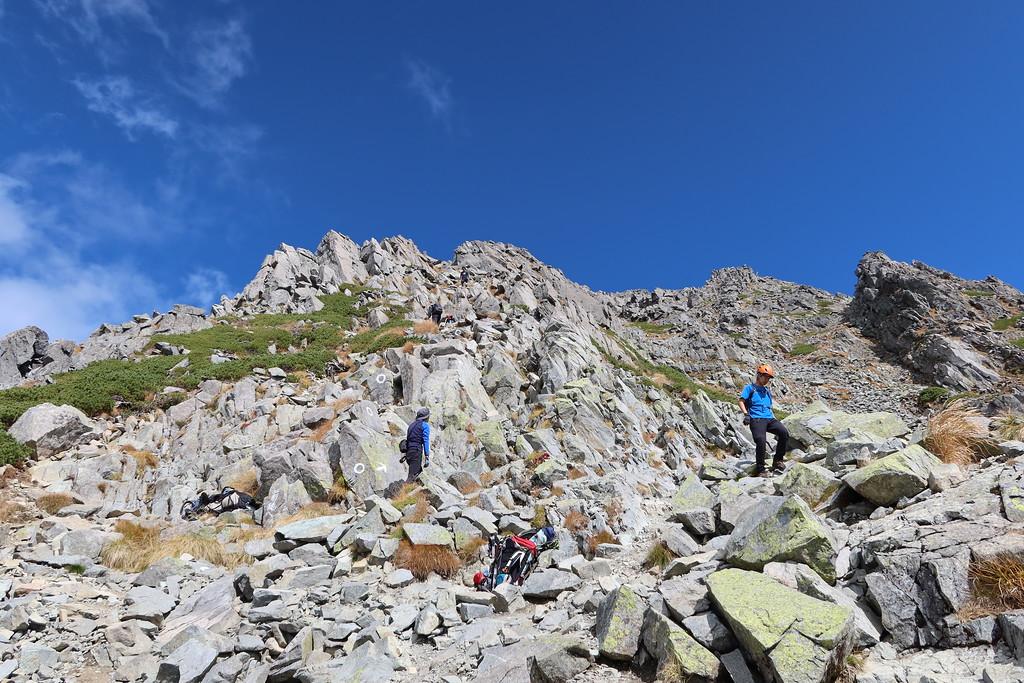 Climbing to Mae-Hodaka Peak