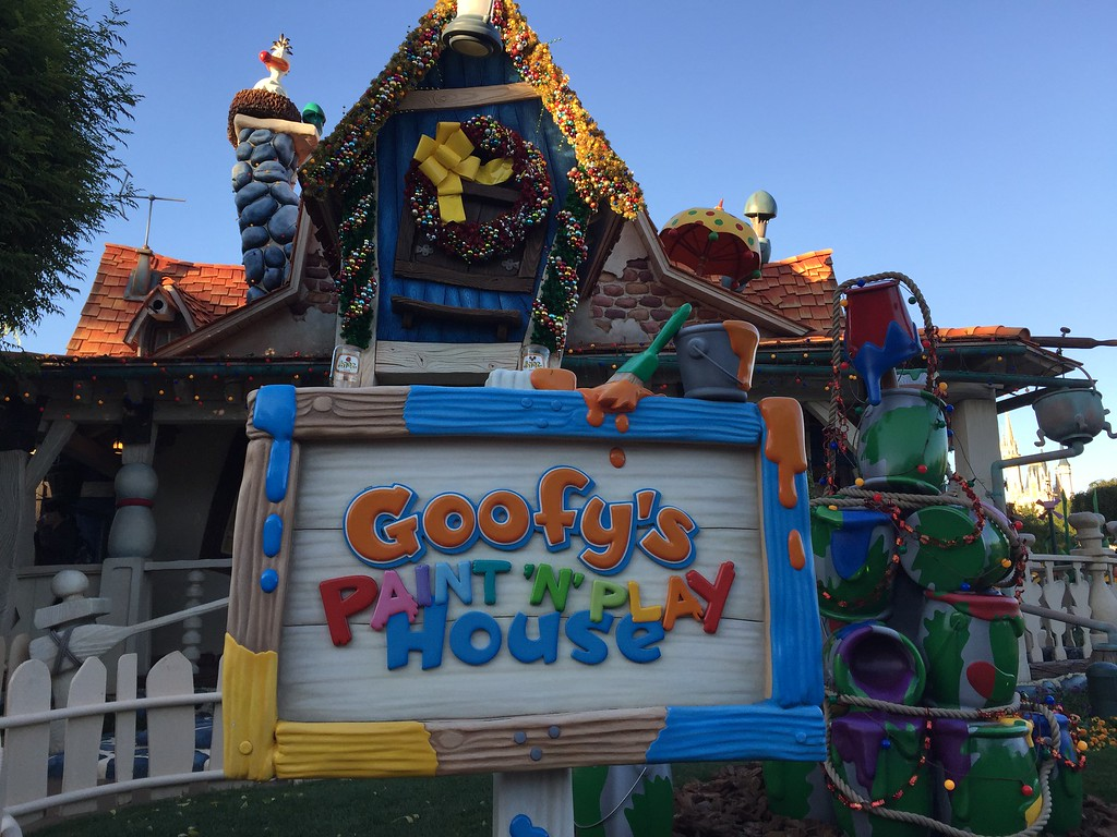 Goofy's Paint-n-Play House