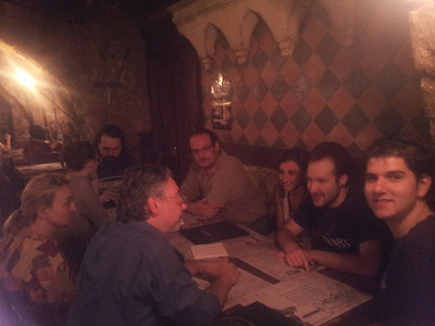 164° raduno Proudneck -  secondo tavolo (s'era in 19). la prossima volta allo smartphone devo dirgli di usare il flash