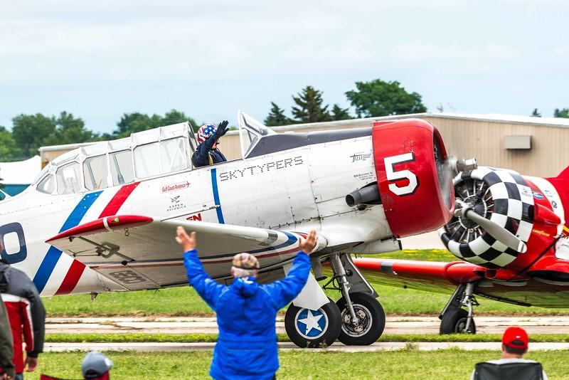 North American T-6 Texan - Geico Skywriters