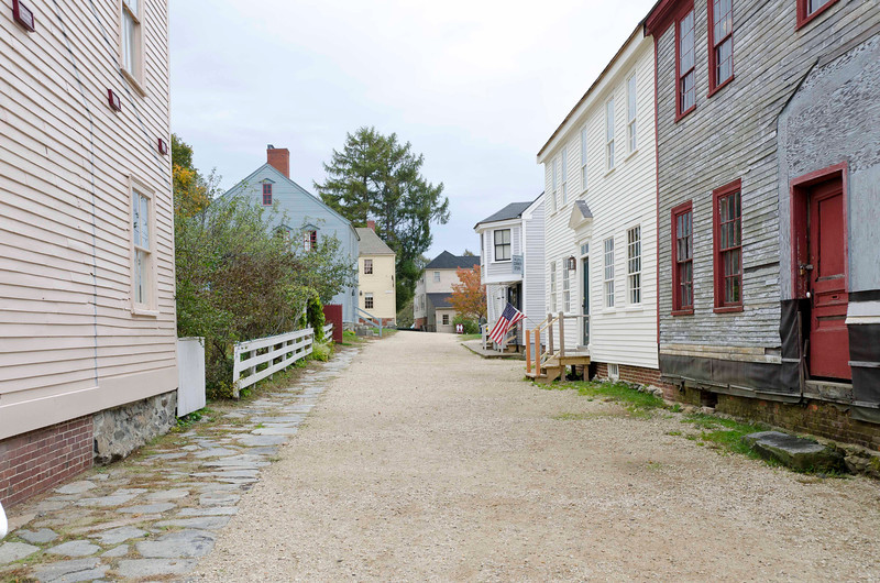 Yeaton and Winn Houses on rt, c 1795