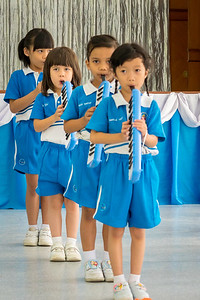 Aum playing melodium