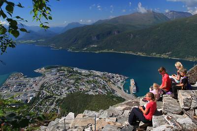 Romsdalseggen Ridge - Romsdalstrappa