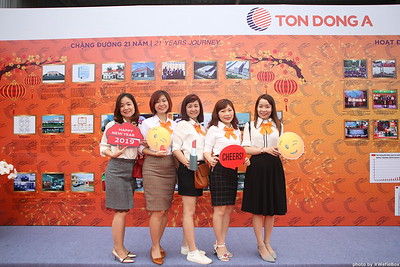 Ton-Dong-A-Year-End-Party-Photobooth-in-Binh-Duong-Chup-hinh-in-hinh-lay-lien-Tiec-tat-nien-tai-Binh-Duong-WefieBox-photobooth-vietnam-012