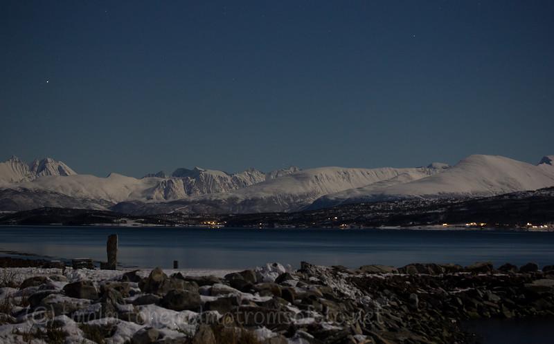Tatt fra Storelva. utsikt mot Hamperokken til venstre.<br /> Desember 2012