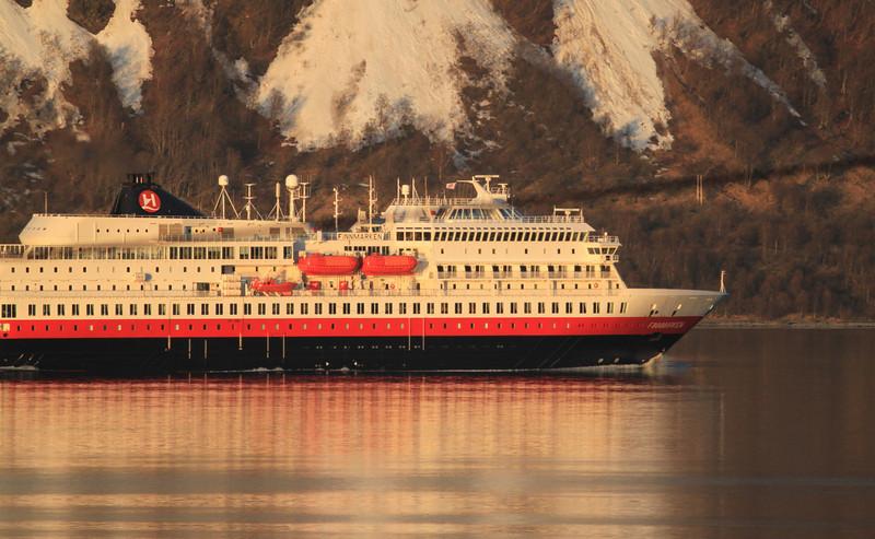 Finnmarken på veg sørover en vakker vårdag i mai 2012.