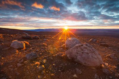 Sunrise over the Rangipo Desert/Te Onetapu, Mount Ruapehu. Tongaririo National Park, New Zealand