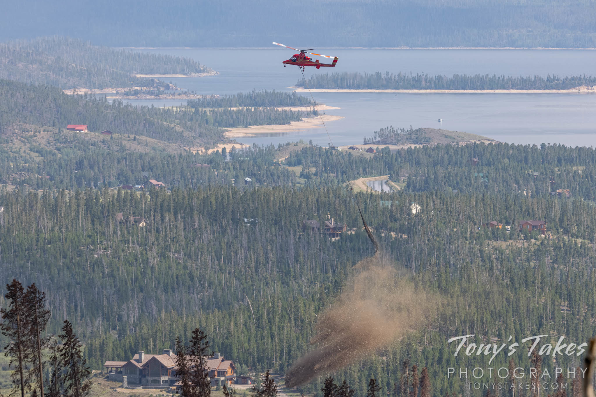 A helicopter drops mulch on the burn area of the East Troublesome Fire. (© Tony's Takes)