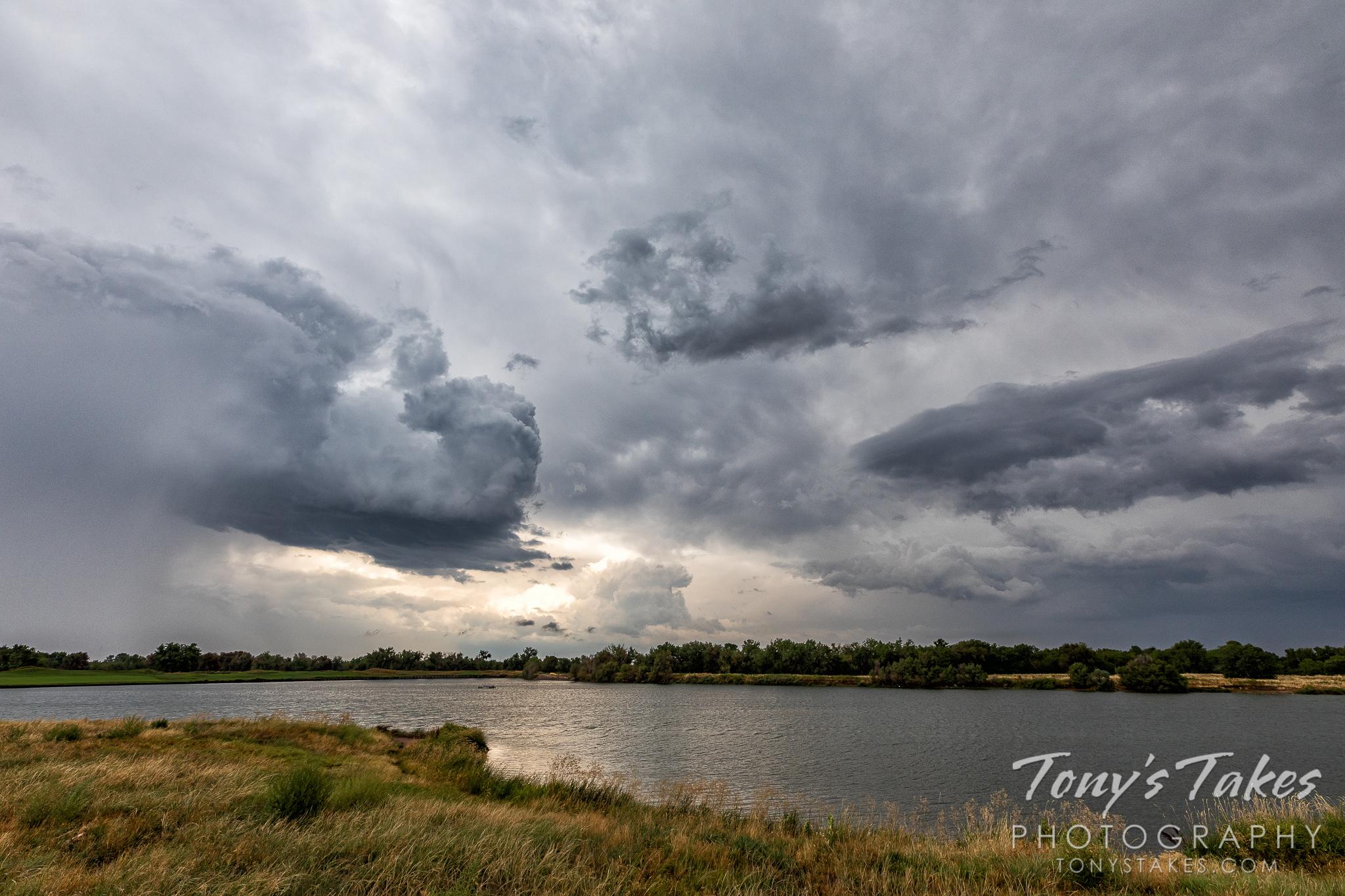 Thunderstorms pop on Colorado's northeastern plains. (© Tony's Takes)