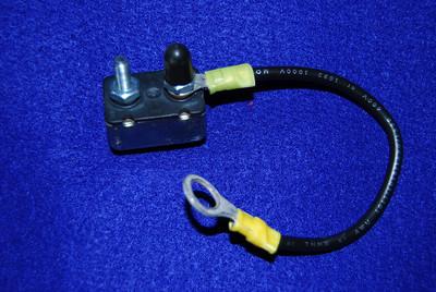 Self resetting battery circuit breaker