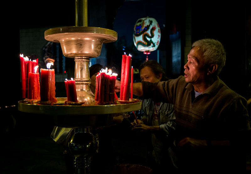 Lighting Candles at Lungshan